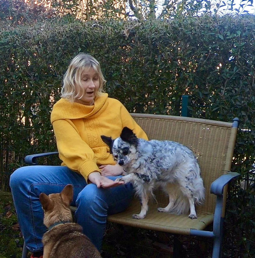 Bettina mit ihren Hunden